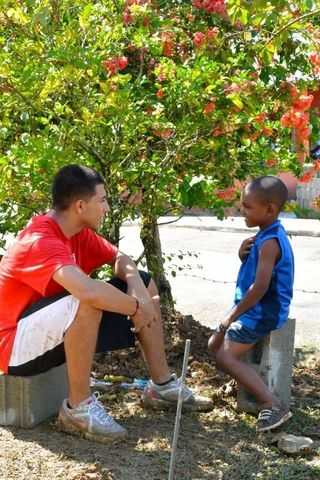 Evan chats with one of the younger residents of La Solapa, Photo by Annie Cavanaugh